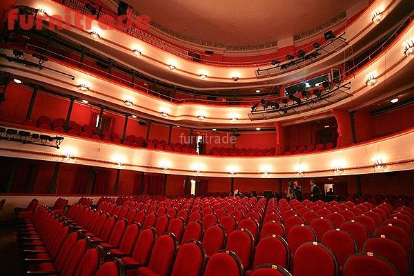 В Московском Академическом театре им. Маяковского, театральные кресла Бенефис от Фурнитрейд.