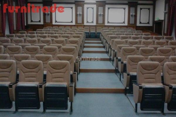 Конференц кресла Спутник от производителя Фурнитрейд в Областном суде  г. Иваново.
