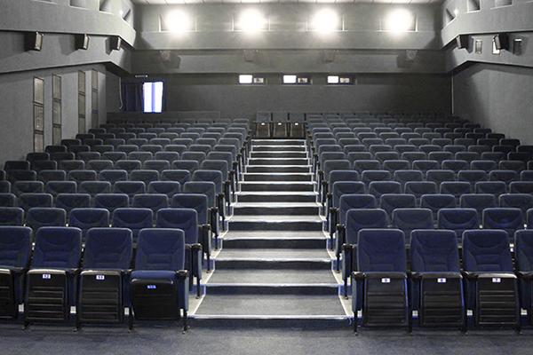 Кресла для кинотеатров с доставкой по России и СНГ. Собственное производство, низкая цена. Furnitrade.
