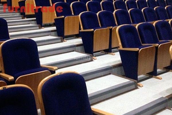 Конференц кресло Классика Текс производителя Фурнитрейд в актовом зале юридического факультета МГУ г. Москва