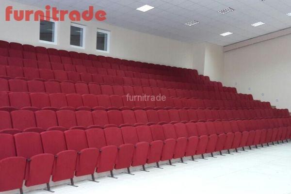 В ЦРТДиЮ Победа г. Челябинск театральные кресла Цезарь от производителя Фурнитрейд