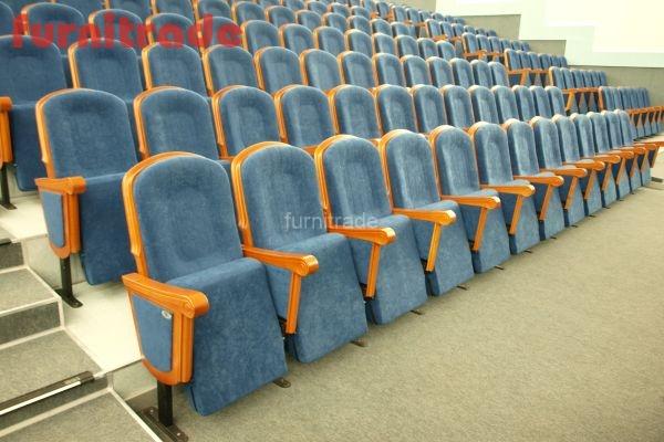 Кресла Грация в зале ДК им. Петрика ст. Брюховецкая от производителя фабрики Фурнитрейд