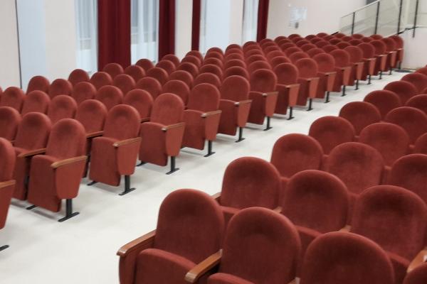 От производителя Фурнитредй театральные кресла Примэк в школе г. Арск